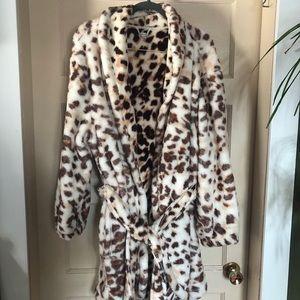 Fuzzy leopard print bath robe